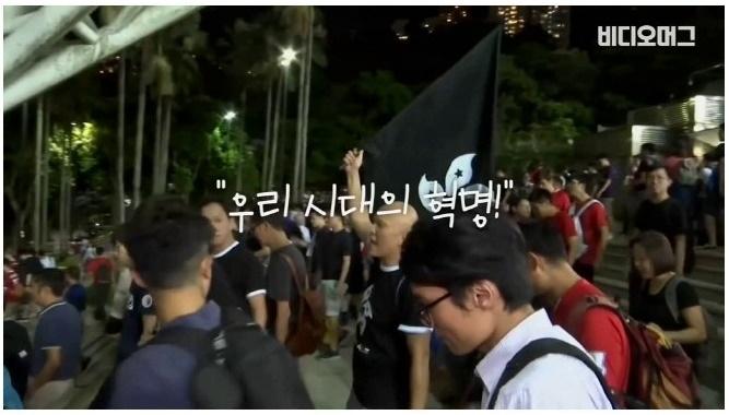 축구경기중 홍콩시민들이 야유하고'엿'날린 이유